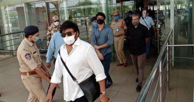 Actors chiranjeevi, nagarjuna at Gannavaram Airport