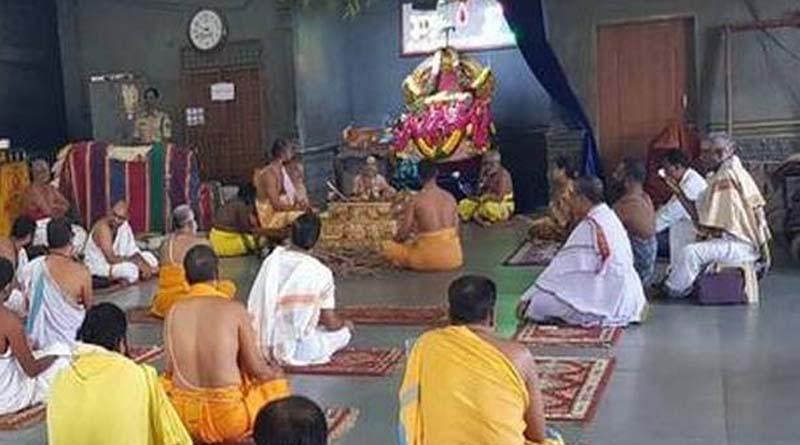 యాదాద్రిలో దైవ దర్శనాలు ప్రారంభం
