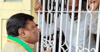 Babu Mohan meets Bandi Sanjay