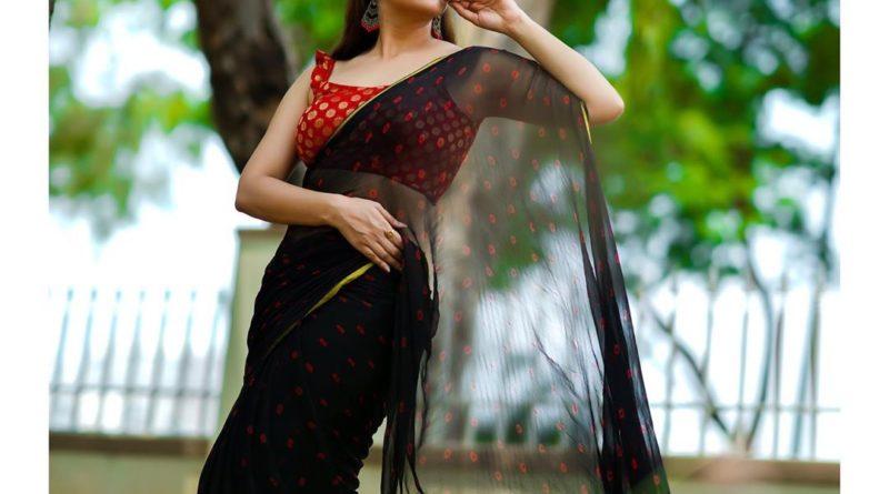 Anasuya Latest in Black saree