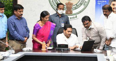 CM YS Jaganmohan Reddy launches YSR insurance plan online
