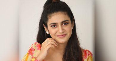 Priya-Prakash-Varrier-New-Pics