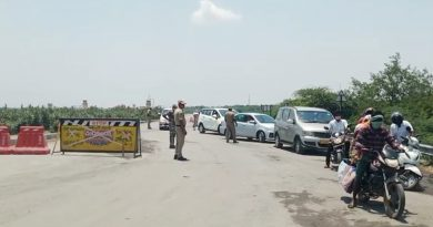 Vehicles-stopped-at-borders-1