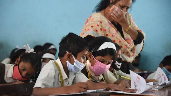 తెలంగాణ విద్యాశాఖను భయపెడుతున్న ఏపీ కరోనా కేసులు