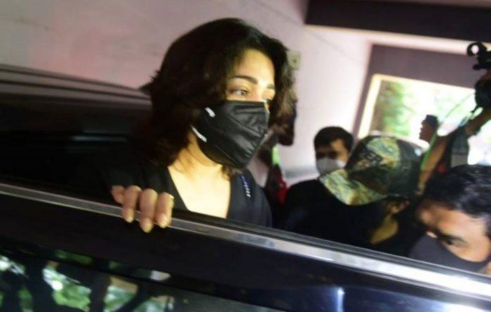డ్రగ్స్ కేసు : ఛార్మిని 8 గంటలు విచారించి పంపిన ఈడీ అధికారులు
